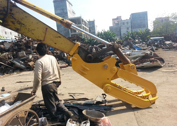 Komatsu PC200 self linked mechanical grapple